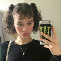 how to be aesthetic hair 90s Hairstyles, Pretty Hairstyles, Teenage Hairstyles, Hair Inspo, Hair Inspiration, Curly Hair Styles, Natural Hair Styles, Curly Bangs, Aesthetic Hair