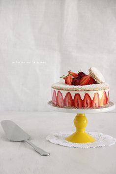 fraisier011 Biscuit succès aux amandes, crème légère à la vanille et fraises gariguettes