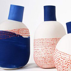 Painted ceramic vases by l'atelier des garcons. Hmmmmmmm… The red dots over blue. Love the repeat of dots in a different way on this piece. Ceramic Clay, Ceramic Painting, Ceramic Vase, Ceramic Pottery, Blue Pottery, Keramik Design, Atelier D Art, Paperclay, Contemporary Ceramics