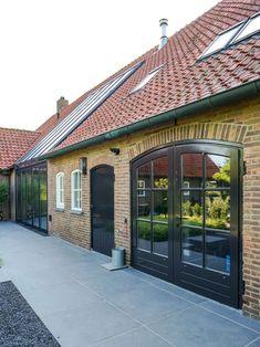 Verbouwde boerderij - Timbor Garage Doors, Outdoor Decor, Home Decor, Lush, Decoration Home, Room Decor, Interior Design, Home Interiors, Interior Decorating