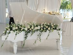 wedding design in white and green / flower design by Idyllic events / Bucharest, Romania
