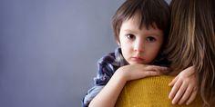 """Depuis quelques années, le """"Syndrome d'Aliénation Parentale"""", théorie d'un psychologue américain défendant la pédophilie, influence des magistrats français. Sans connaître l'origine de ce qu'ils prennent pour des faits scientifiques, de nombreux juges confient des enfants victimes à la garde de violeurs, instituant un véritable négationnisme de l'inceste."""