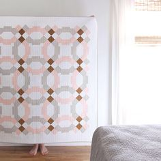 The Vegas Wedding Quilt is a modern and curve-free take on the iconic Double Wedding Ring quilt. The quilt measures 62 square and is conventionally pieced. Free Paper Piecing Patterns, Pattern Paper, Quilt Patterns, Paper Patterns, Wedding Catering Near Me, Wedding Venues Toronto, Wedding Ring Quilt, Double Wedding Rings, Wedding Gifts For Groom