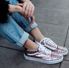 nice Tendance Sneakers: Baskets femmes – Vans Glitter (© nastygal) … Source by angedihang Moda Sneakers, Sneakers Mode, Vans Sneakers, Pumas Shoes, Adidas Shoes, Converse Shoes, Yellow Glitter, Vans Women, Boots