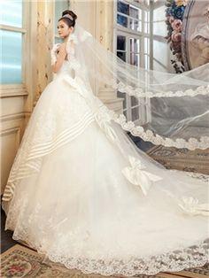 ボールガウンストラップレスロングフロアチュールレースウェディングドレス