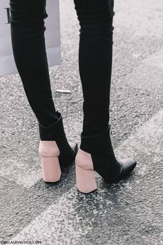 10 Shoes Every Woman Should Own and Keep In Wardrope - Street Style Paris Haute Couture Crazy Shoes, Me Too Shoes, Sock Shoes, Shoe Boots, Ankle Boots, Heeled Boots, Women's Boots, Street Style Outfits, Street Style Shoes