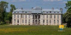 Château de Vaux Le château de Vaux, dans le domaine de Vaux, est situé à Fouchères en Champagne-Ardennes, dans le département de l'Aube.