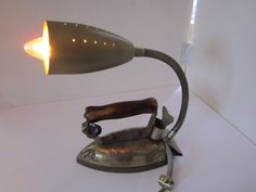 Oude strijkbout/lamp : 50,-