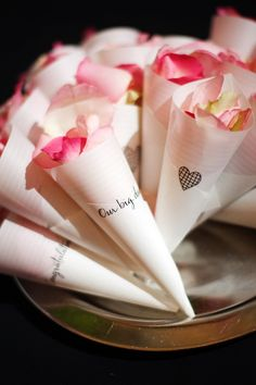 DIY confetti cones for a wedding! http://www.weddingthingz.com/2/post/2013/09/diy-confetti-cones.html