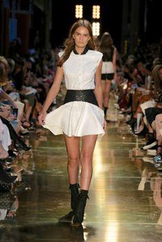 Alex Perry Ready-To-Wear S/S Runway gallery - Vogue Australia Love Fashion, Fashion Show, Womens Fashion, Alex Perry, Night Out Outfit, Vogue Australia, Best Wear, Australian Fashion, Going Out