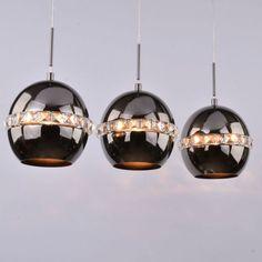 Suspension noire triple avec cristal - Diadema composant sa lumière de 3 ampoules E27. Très chic et très moderne, une suspension pour table à manger. Lampe Decoration, Suspension Design, Ceiling Lights, Led, Lighting, Pendant, Home Decor, Crystal, Black People