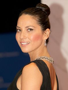 The sleek topknot look (like Olivia Munn's) shows no signs of abating for fall, and it's easy to see why – it manages to class up every ensemble and be ultra sexy (anything that exposes your neck is a man-killer).