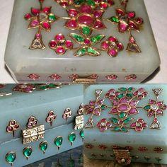 A Mughal Tresor Box. Gem-set gold pale green Nephrite jade box. 18th/19th C. India