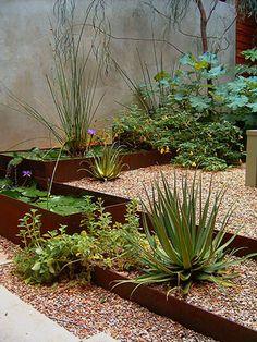 Corten steel and gravel steps // Mark Word Design Modern Landscaping, Outdoor Landscaping, Landscaping Plants, Outdoor Gardens, Dry Garden, Garden Edging, Natural Garden, Landscape Design, Steel Landscape Edging