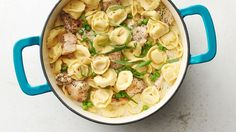One-Pot Creamy Chicken and Tortellini - Cheese tortellini is cast in the starring role of this stellar one-pot dinner. With chicken, peas, cream and cheese, this easy comfort dish will please both kids and adults alike, guaranteed. Chicken Tortellini, Cheese Tortellini, Chicken Alfredo, One Pot Dinners, Weekly Dinners, Le Diner, Pasta Dishes, Cooking Recipes, Oven Recipes