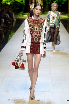 The collection was a reiteration of the Dolce & Gabbana formula, just more feisty. Fashion Week, Fashion 2017, Love Fashion, Runway Fashion, High Fashion, Fashion Show, Fashion Outfits, Fashion Trends, Dolce And Gabbana 2017
