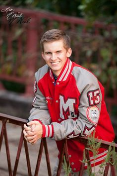 senior pictures for guys photography golf golfer poses boys click the pic senior pictures for guy Senior Boy Poses, Senior Portrait Poses, Senior Guys, Male Portraits, Portrait Ideas, Senior Year, Photography Senior Pictures, Man Photography, Photographer Pictures
