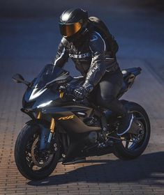 Tag Your Friends Whom You Think Are crazy About Cars/Bikes Source : yamaha. Bike Style, Motorcycle Style, Motorcycle Gear, Motorcycle Jackets, Yamaha Motorcycles, Yamaha R6, Moto Wallpapers, Best Motorbike, Marvel Paintings