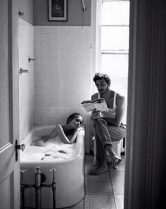 ....no te encantaría, que te bañara, te secara, te leyera un cuento y te diera una copa de vino, después te hiciera una cena y finalmente te arrullarme y velará tu sueño, a eso le llamo amarte...........yo
