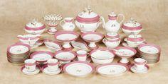 De Kleine Wereld Museum of Lier: 325 Splendid French Porcelain Doll's Dinner Service with Rare Pieces
