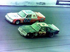 RT @NASCARMemories: -@markmartin battles Neil Bonnett during a 1981 Late Model Sportsman race at @DISupdates.