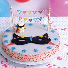 Prêt pour un gâteau de super héros ?Voici comment transformer un simple gâteau au yaourt en gâteau d'anniversaire inoubliable !