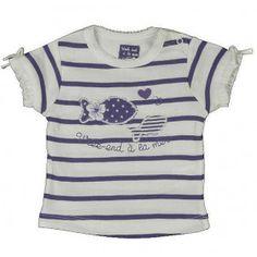 Witte t-shirt van Weekend a la mer  met strepen in violet. De t-shirt heeft een ronde hals met fijn borduursel en korte mouwen, onderaan gesfronst zijn en voorzien van een wit strikje.