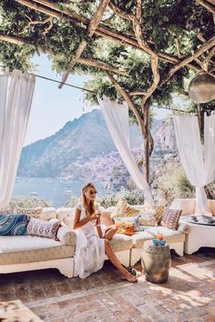 Leonie Hanne in Positano, Italy Oh The Places You'll Go, Places To Travel, Places To Visit, Travel Pictures, Travel Photos, Destinations, Posing Ideas, Travel Goals, Travel Vlog