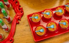 Cupcake - cobertura de doce de leite em forma de espaguete. Festa infantil  Tema: italiano