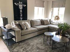 Mooie bank, mooie kleur met leuke salon tafel Decor, Furniture, Sofa, Sectional, Home, Couch, Sectional Couch, Home Decor
