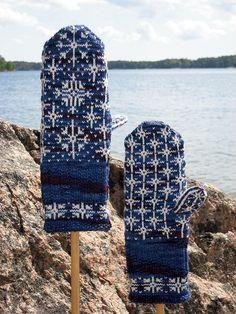 Ravelry: Inga Snöflinga Mittens pattern by Johanne Landin Knitting Stitches, Knitting Yarn, Hand Knitting, Knitting Patterns, Fingerless Gloves Knitted, Knit Mittens, Knitted Hats, Wrist Warmers, Hand Warmers