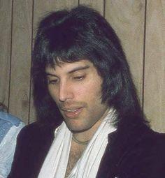 Freddie with Family & Friends Freddie Mercury Quotes, Queen Freddie Mercury, Queen Photos, Queen Pictures, Queen Albums, Somebody To Love, Queen Band, John Deacon, Killer Queen