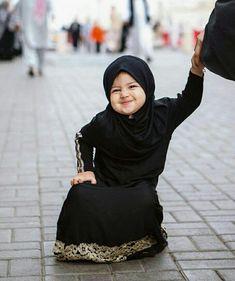 Muslim kid smiles & laughs cute baby wallpaper, baby hijab и Cute Kids Photos, Cute Baby Girl Pictures, Baby Girl Images, Baby Hijab, Girl Hijab, Muslim Baby Names, Muslim Girls, Cute Little Baby, Cute Babies
