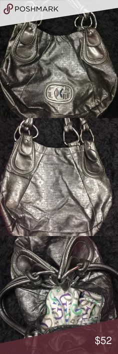 Price Drop ⬇️ GUESS Handbag *Pre-owned* Has few pen marks inside bag, other than that is in good condition! Guess Bags Shoulder Bags