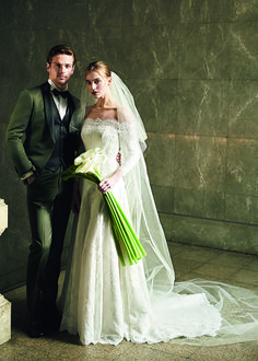 FOUR SIS & CO. Wedding Photos, Victorian, Wedding Dresses, Fashion, Birthday, Marriage Pictures, Bride Dresses, Moda, Bridal Gowns