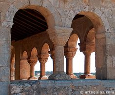 San Miguel de Fuentidueña (Segovia). Romanesque Art, Church Architecture, Place Of Worship, Spain Travel, Castle, Around The Worlds, Painting, Temples, World