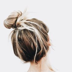 Quick and Casual Updo Top Hairstyles For Men, Messy Bun Hairstyles, Pretty Hairstyles, Hairstyle Ideas, Hair Inspo, Hair Inspiration, Corte Y Color, Hair Day, Hair Looks