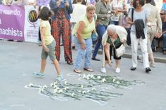 26 niños asesinados por su padre durante el régimen de visitas En la última década, el número de menores muertos por violencia de género asciende a 44 Rafael J. Álvarez | El Mundo, 2015-08-02 http://www.elmundo.es/espana/2015/08/02/55bd3087e2704eae318b4597.html
