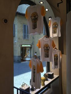 W're loving how innovative our stockist, Ottica Ricci decorated their MOSCOT window display, featuring some of our iconic mannequin head t-shirts! Thanks! #MOSCOTItaly