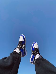 Jordan Outfits Womens, Jordan Photos, Nike Air Shoes, Shoes Sneakers, Baskets, Hype Shoes, Jordan 1 Mid, Silhouette, Air Force Ones