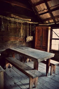 living in a rustic cottage surrounded by fields of Cabin Interiors, Rustic Interiors, Cabin Homes, Log Homes, Primitive Furniture, Cabins And Cottages, Cabins In The Woods, Rustic Decor, Rustic Table
