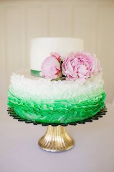 Мохнатый торт омбре и живые пионы..слюни:)