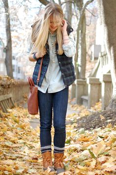 Duck boots and plaid vest, chambray shirt Fashion Now, Fall Fashion Outfits, Fall Winter Outfits, Winter Wear, Autumn Fashion, Duck Boots Outfit, New England Fashion, Mountain Fashion, Ll Bean Boots