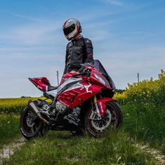 e7af5505d85  BMW  S1000RR ... 📷  flyswissguy Siga instagram.