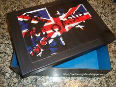Bom dia!!  Essa caixa foi uma encomenda de uma amiga para o namorado que ama a banda da foto.  Se você imprimir uma imagem em uma impressor...