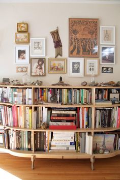 Bookcase, round, low. Frames and space for knickknacks