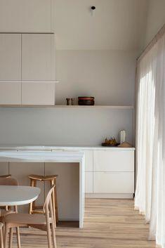 COCO LAPINE DESIGN -COCO LAPINE DESIGN Minimalist Kitchen, Minimalist Living, Kitchen Interior, Kitchen Decor, Interior Livingroom, Interior Minimalista, Cheap Home Decor, Home Remodeling, Melbourne