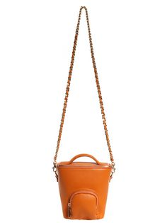 This beautifully crafted shoulder bag in Mandarin cervo leather features an external pouch pocket inspired by vintage Camera Bags. The detachable twinned Gold chain slides to double up for a shorter effect or can be worn longer across the body for a more relaxed look. http://zocko.it/LEXL4