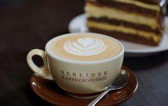 Nichts geht über einen tollen Cappuccino mit Tulpen Dekor!