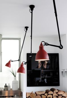 Top Directed Ceiling Pendant Lights: Le Lampe Gras, Unfold, Tom Dixon & 6 More Fun lighting idea for over a schoolroom table - people can each have good light for their work. Deco Luminaire, Luminaire Design, Blitz Design, Dcw Editions, Lampe Gras, Plafond Design, Decor Scandinavian, Deco Design, Design Design